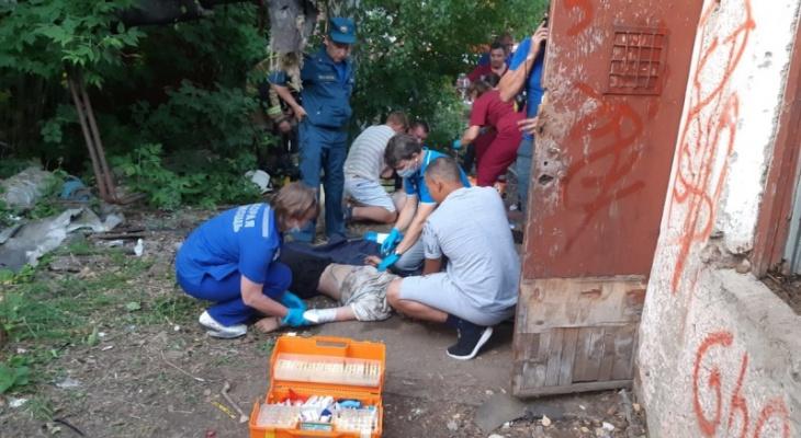 В Кировской области детей без сознания вынесли из задымленного подвала