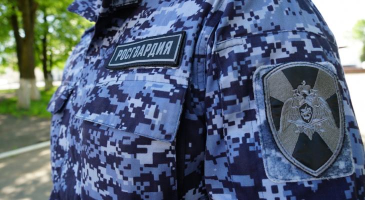В Кирове мужчина угнал «четырнадцатую» и врезался в забор