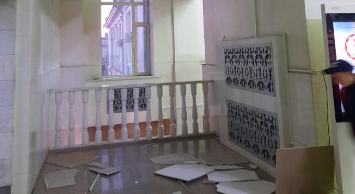 В Кирове на железнодорожном вокзале обвалился потолок