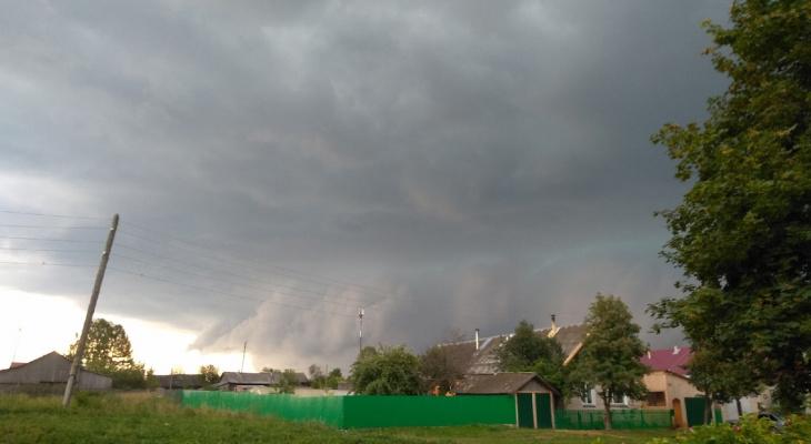 Над Кировской областью заметили суперъячейку с возможным торнадо