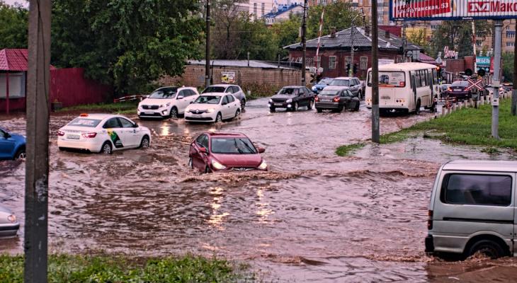 Что обсуждают в Кирове: затопленные улицы и прохождение смерчевого облака