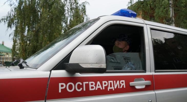 В Кирове росгвардейцы обнаружили молодого человека с наркотиками