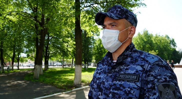 В Кирове росгвардейцы задержали двух молодых людей с наркотиками