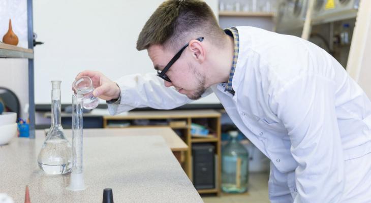 «Щит» от коронавируса и антигололедный спрей: необычные изобретения кировчан