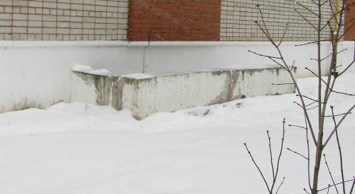 В Кировской области осудили мужчину, столкнувшего ребенка с лестницы