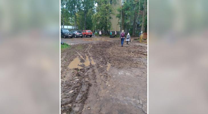 Кировские ученики добираются до школы по грязи: в «Т Плюс» прокомментировали ситуацию