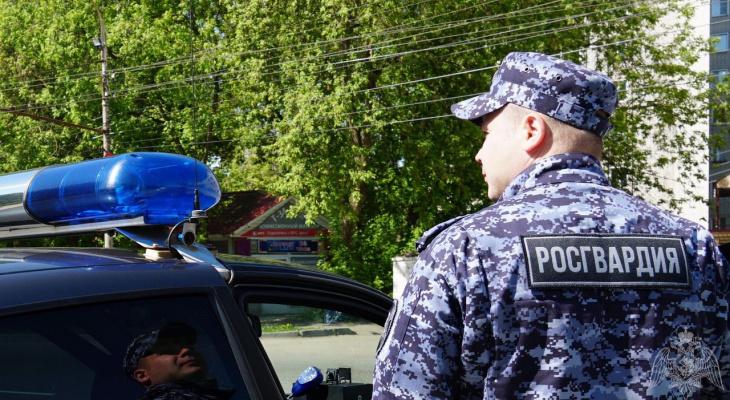 На Филейке росгвардейцы задержали трех мужчин с мешком железнодорожных зацепов