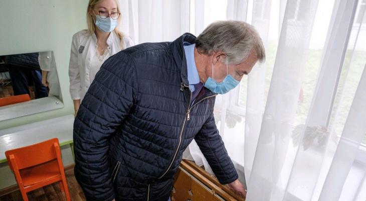 Председатель кировского Заксобрания Герман Гончаров проверил, не мерзнут ли дошкольники