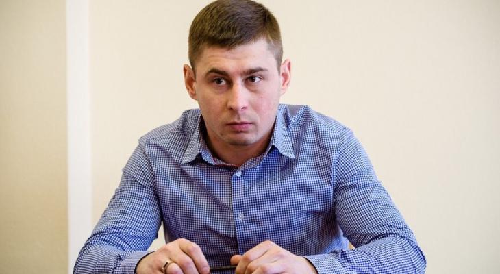 Глава Кировского АТП предложил чиновнику весь день перемещаться в инвалидном кресле