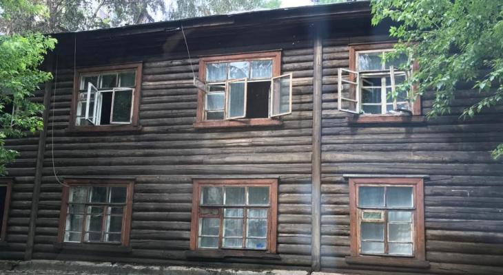 Аварийный дом на Октябрьском проспекте после пожара законсервировали