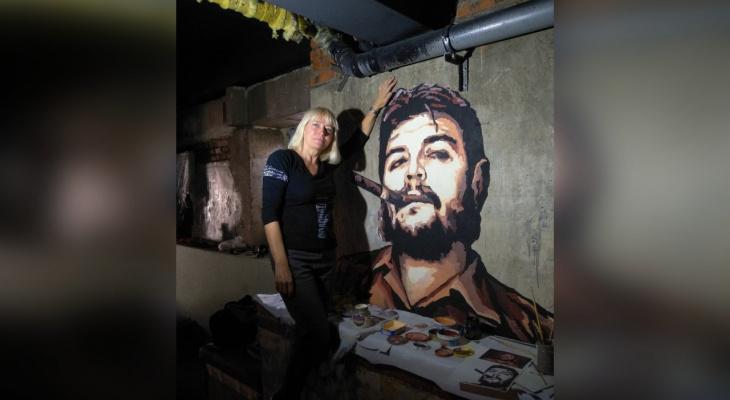 «Че Гевара в бильярде — легко»: кировчанка расписывает стены и потолки в домах