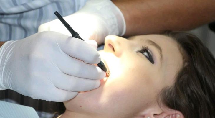 3 опасных заболевания полости рта, к которым может привести обычный кариес