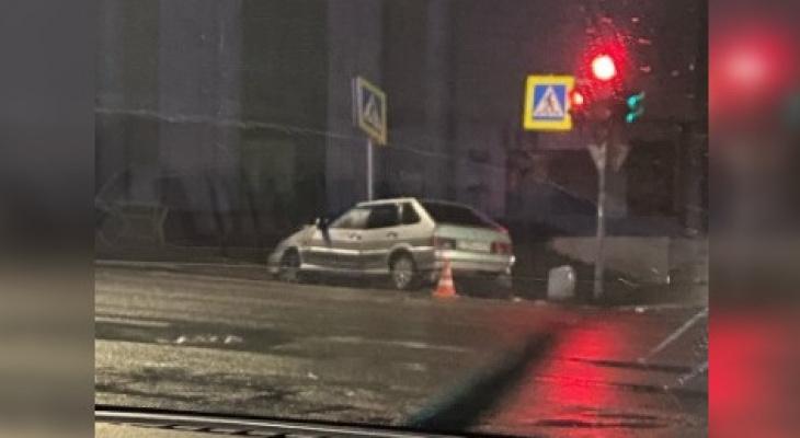 В центре Кирова столкнулись две машины: потребовалась реанимация