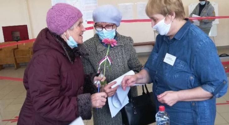 Жительница Лебяжья пришла на избирательный участок в день своего 95-летия