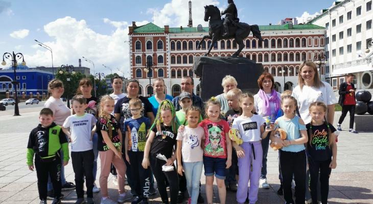 «Мечтаю посадить вокруг школы миллион роз»: история учителя из Слободского