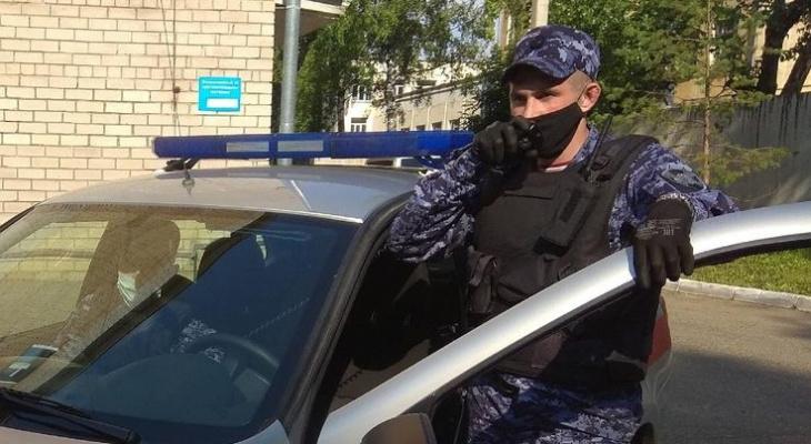В кировских кафе поймали двух дебоширов, находящихся в розыске