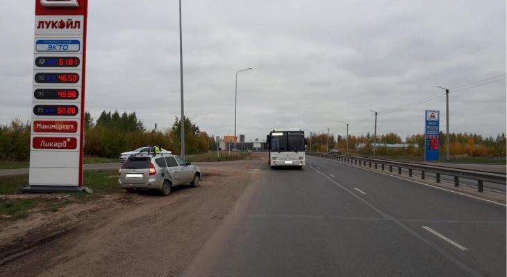 В Кирове в ДТП с «Приорой» пострадала 70-летняя пассажирка автобуса