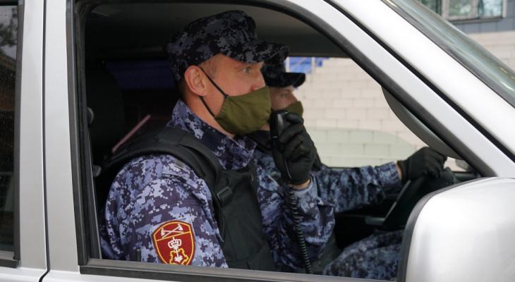 В Кирове в магазине росгвардейцы задержали подозрительного мужчину с весами