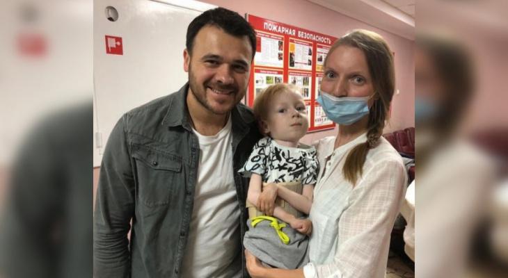 Певец Emin в Кирове собрал миллион рублей для больного ребенка