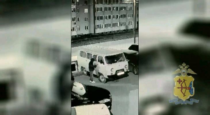 В Кирове мужчина угнал машину, чтобы согреться
